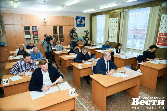 Николай Емельянов сдал ЕГЭ вместе с родителями всеволожских школьников