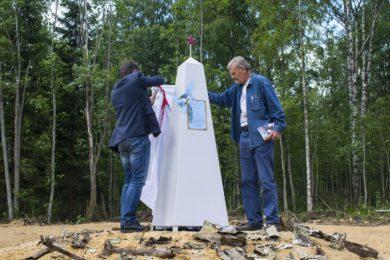 На месте гибели экипажа Алешина появился памятный знак
