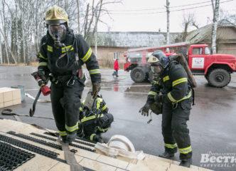 Рахьинские добровольцы тушили условный пожар в Доме культуры
