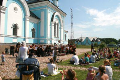 Музыка Чайковского звучала под стенами храма в Озерках
